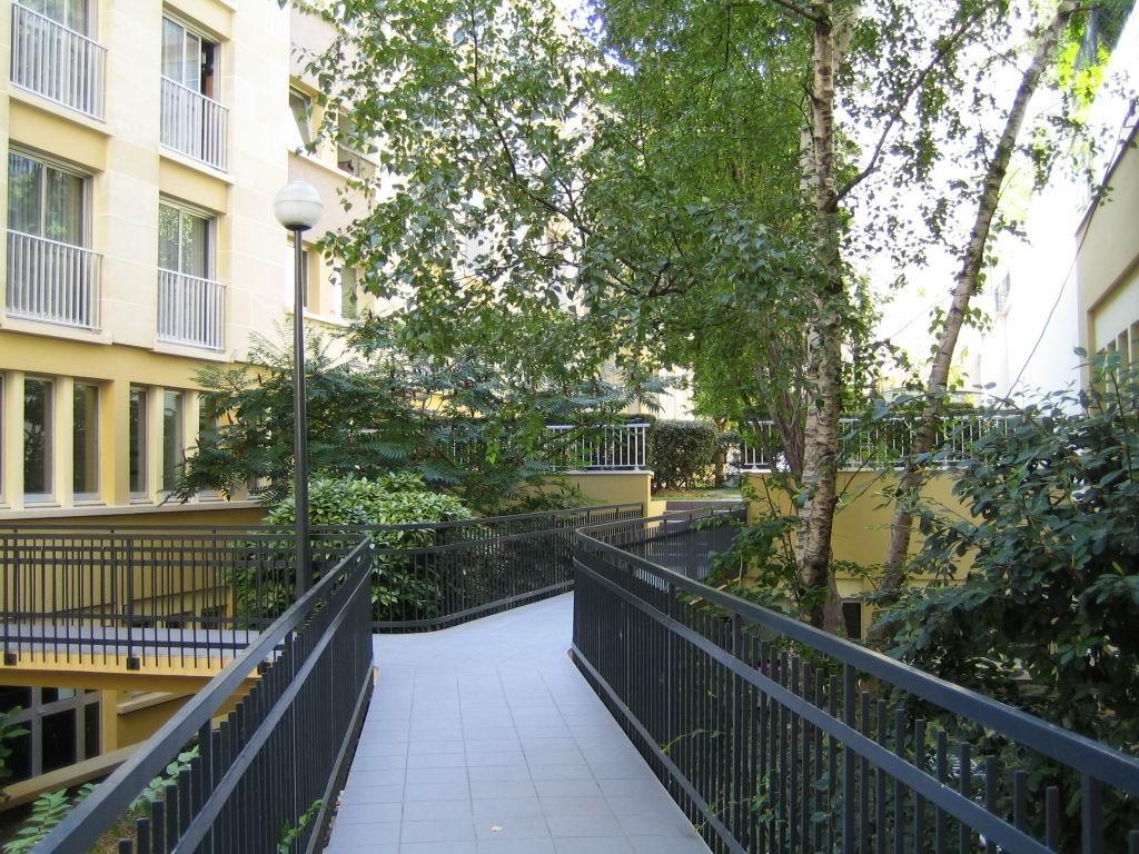 Le jardin int rieur de la r sidence studio a vendre paris 18 for Le jardin interieur